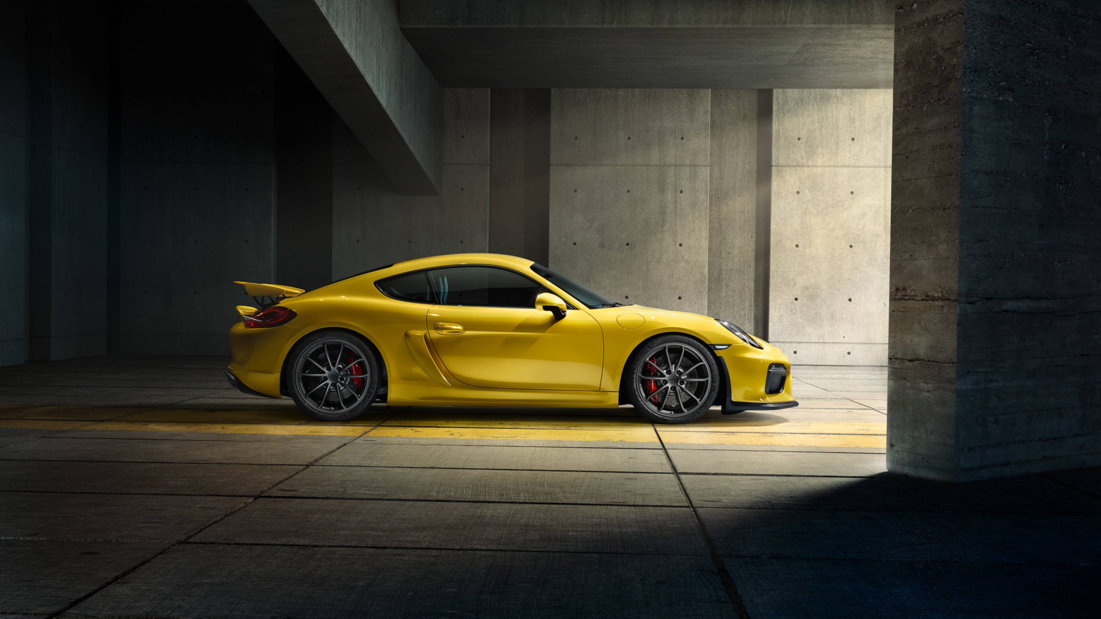 daytona-beach-porsche-cayman-gt4-yellow-2015-instant-luxury-rentals